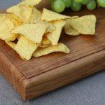 Drewniana deska do krojenia lub serwowania