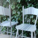 Krzesła malowane w 3 pasy